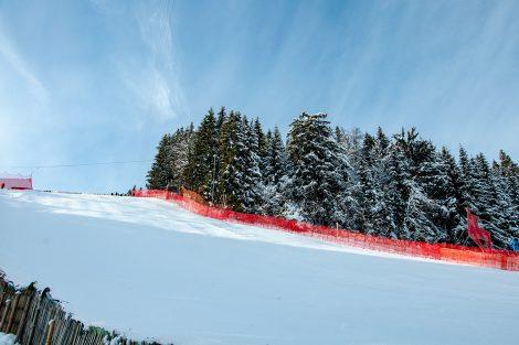 Auch der Zielschuss wird noch bis zum ersten Training der Weltcup-Herren geschont © Skiing Penguin
