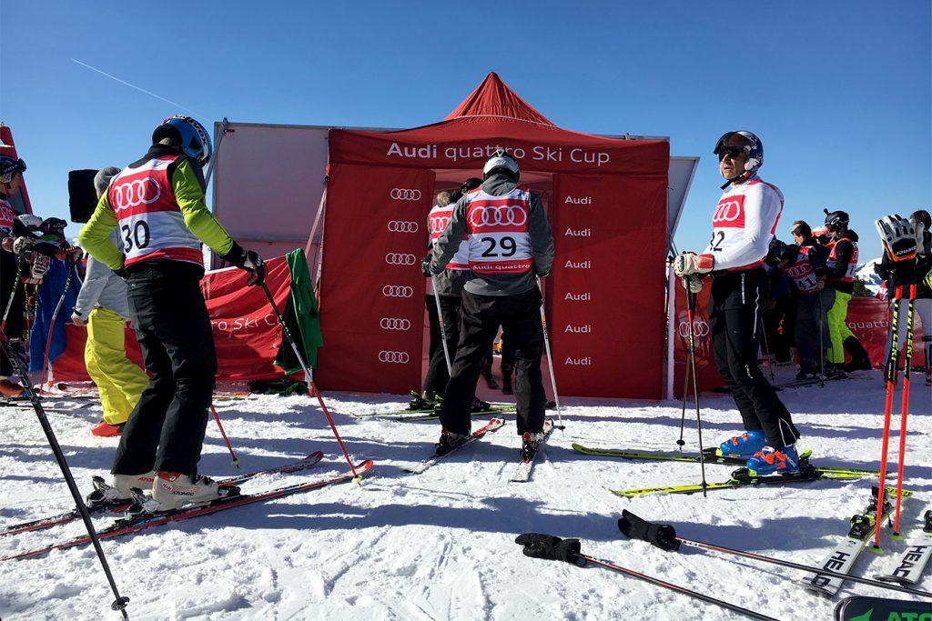 Gespanntes Warten (der Herren über 40) im Startbereich © Skiing Penguin