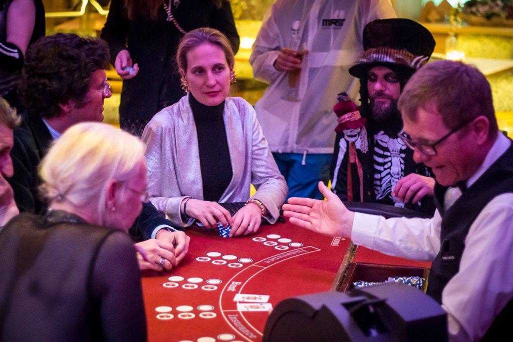 Auch im Casino sind freilich Kostüme jeder Art erwünscht © Fireball