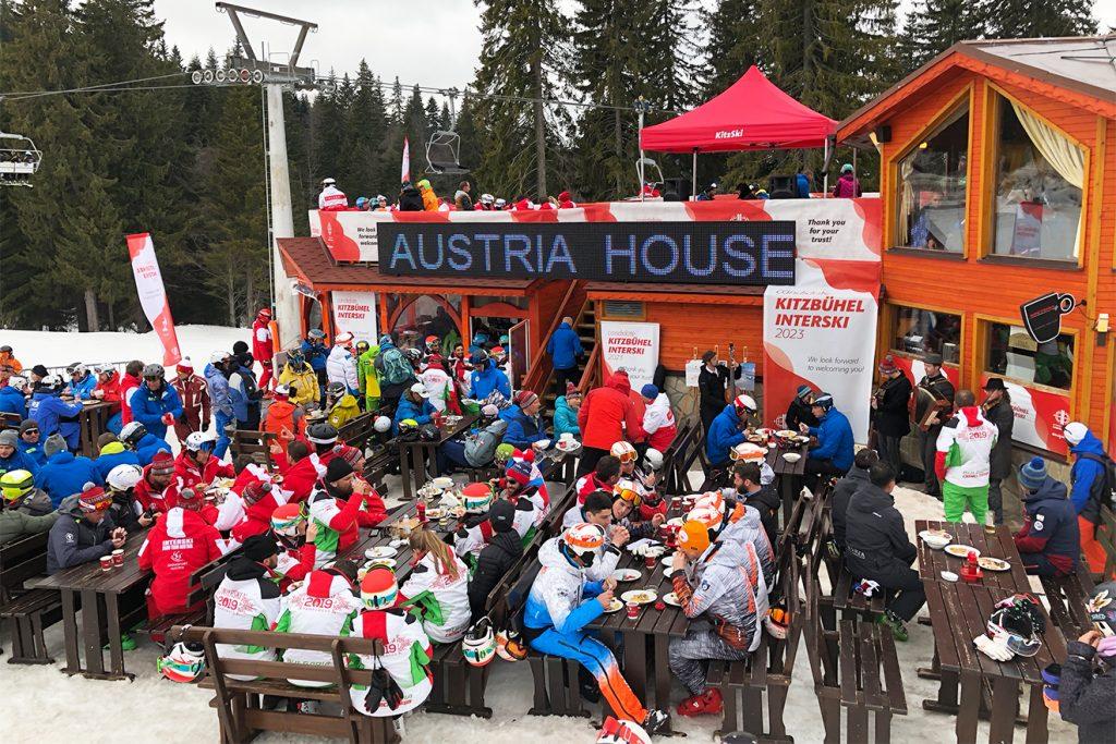 """Vier Tage herrschte Partystimmung am """"Kitzbühel-House"""" auch Dank des Tyrol Music Project (vorne rechts) © Skiing Penguin"""