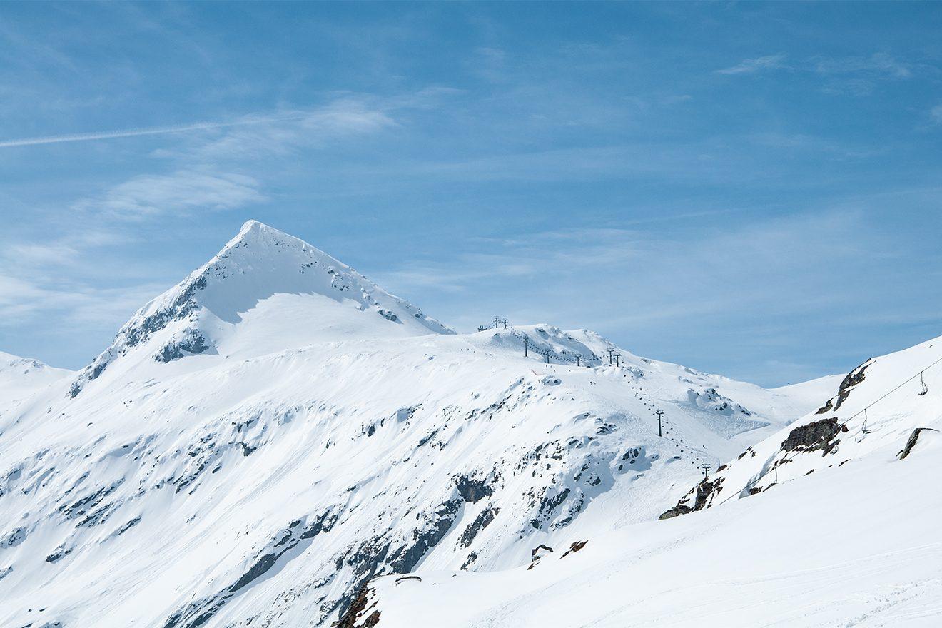 Der Medelzkopf misst beachtliche 2760 Meter - ist aber einer der niedrigeren Gipfel der Weißsee Gletscherwelt © Skiing Penguin