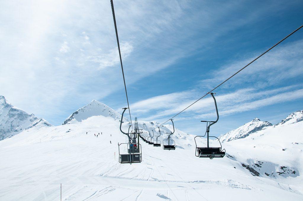 Der Medelz-Lift führt knapp unter den Gipfel des gleichnamigen Berges © Skiing Penguin