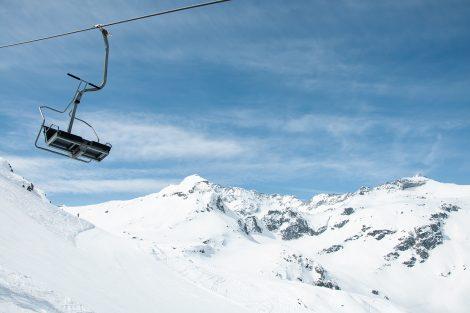 Gipfel noch und noch sieht man bei der Fahrt mit dem Medelz-Lift © Skiing Penguin