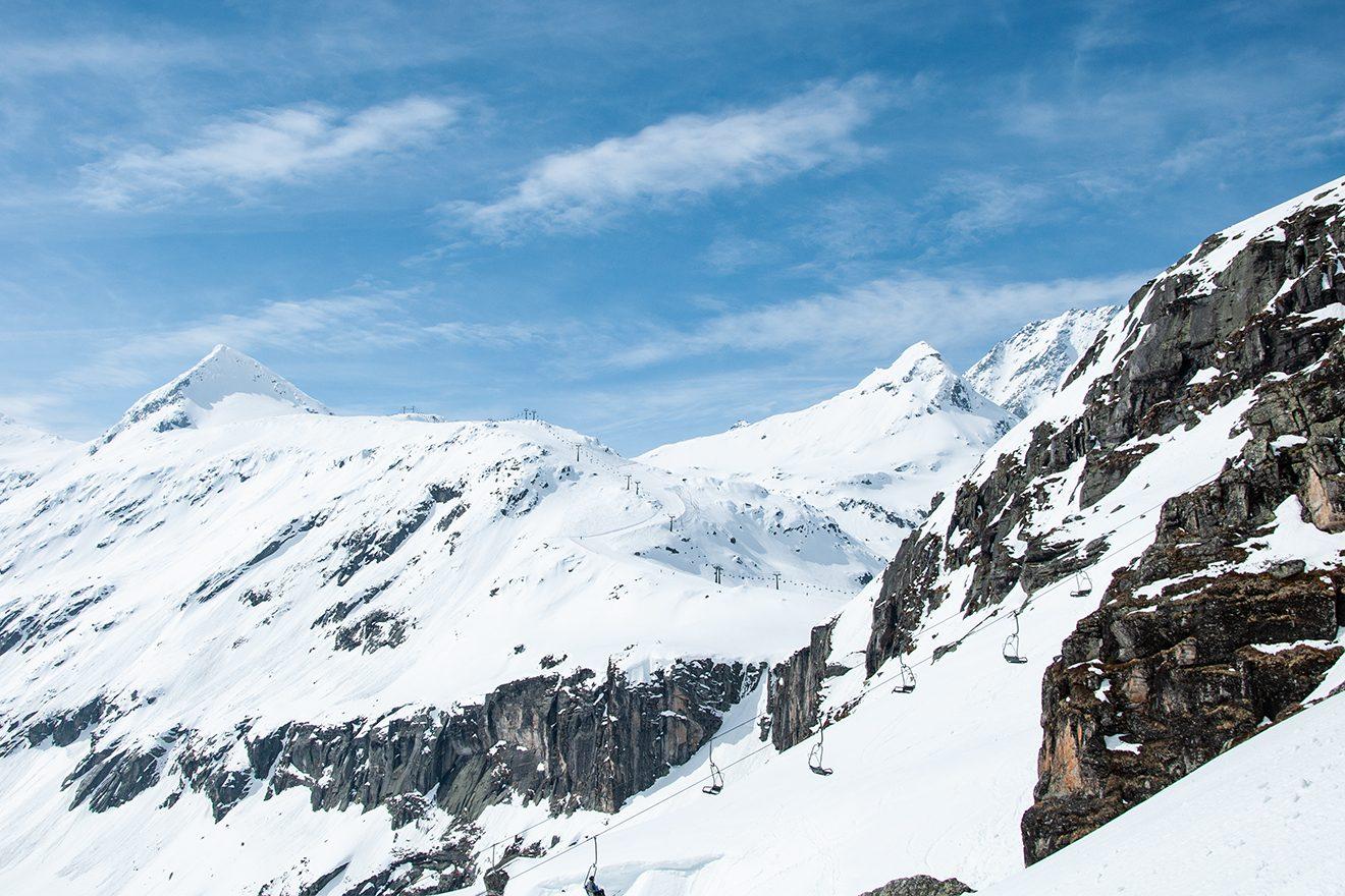 Schroffe Felswände bilden eine natürliche Grenze zwischen Medelzkopf und Ödenwinkelkees © Skiing Penguin