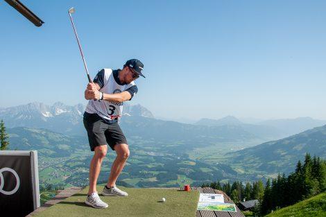 Alex Köll startet seine Golfkarriere © Skiing Penguin
