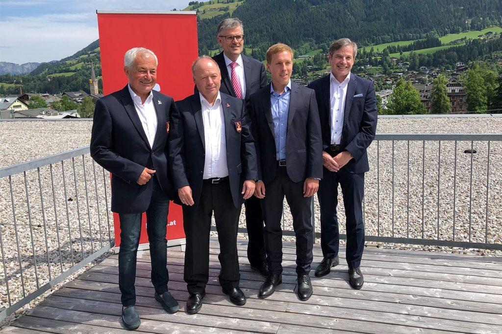 Josef Burger, Walter Astl, Bürgermeister Klaus Winker, Peter Schörghofer und Anton Bodner © Skiing Penguin
