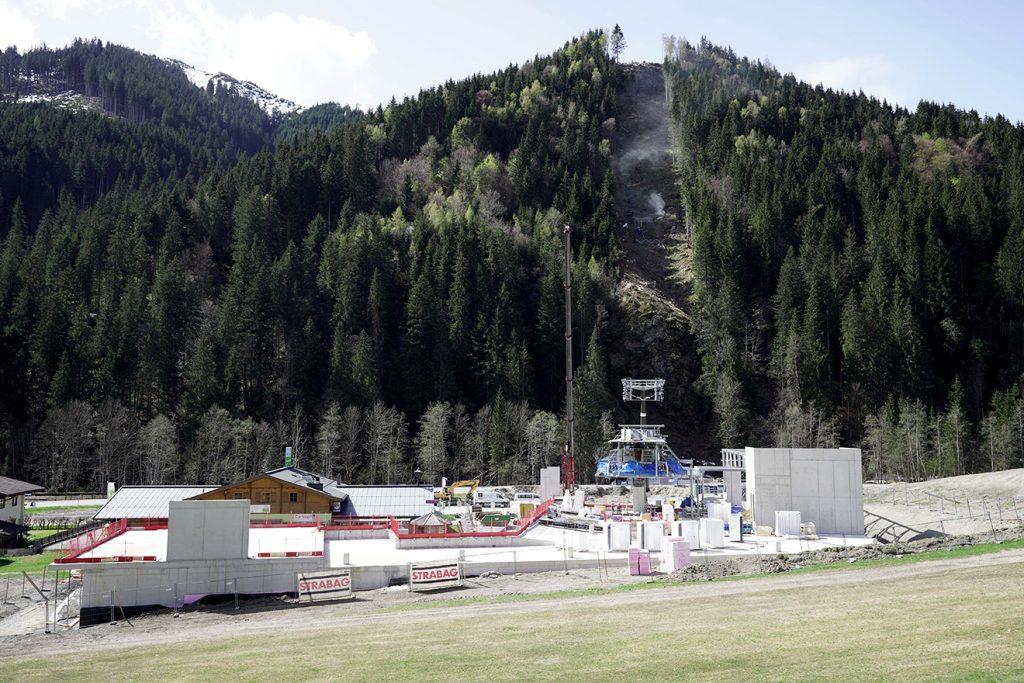 Die Bauarbeiten an der Talstation in Viehofen laufen auf Hochtouren © Schmittenhöhebahn AG/Balazs Kovacs