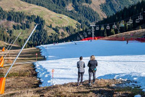 Die beiden Wanderer sahen den Skifahrern (auf Nachfrage!) erfreut minutenlang zu © Skiing Penguin