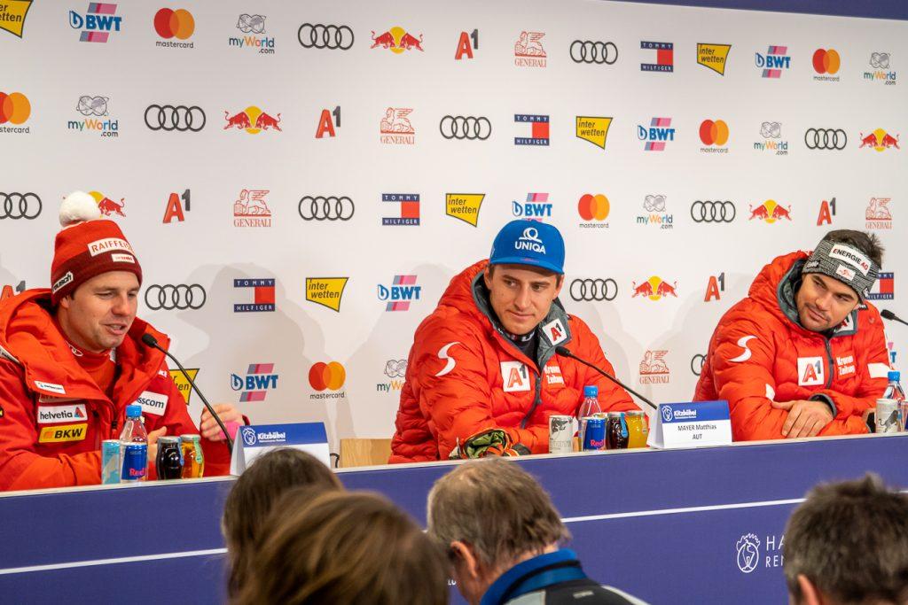 Das Podium bei der Pressekonferenz nach der Streif-Abfahrt 2020 © Skiing Penguin