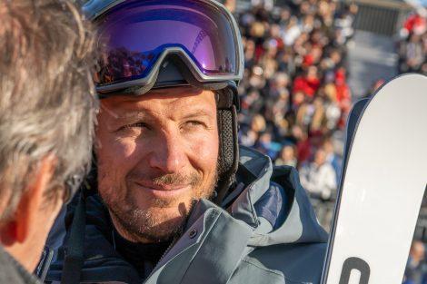Aksel Lund Svindal verfolgte fast das ganze Rennen vom Zielbereich aus © Skiing Penguin