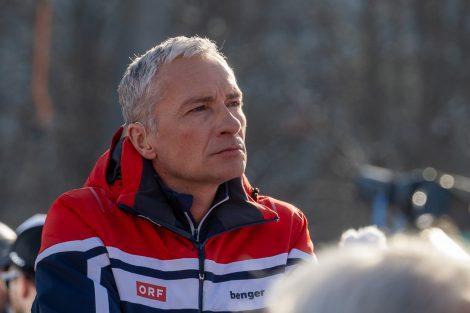 Rainer Pariasek wirkt sehr entspannt, während er nicht auf Sendung ist © Skiing Penguin