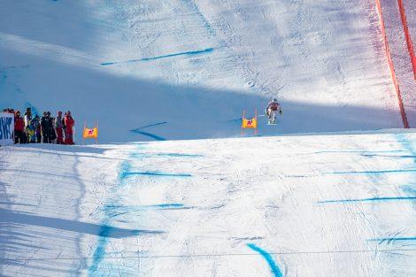 Kjetil Jansrud schwebt im Zielhang seinem zweiten Kitzbühel-Sieg entgegen © Skiing Penguin