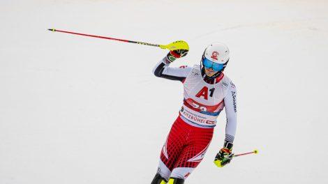 Adrian Pertl am Ziel eines Traums in Kitzbühel: die ersten Weltcuppunkte © Skiing Penguin