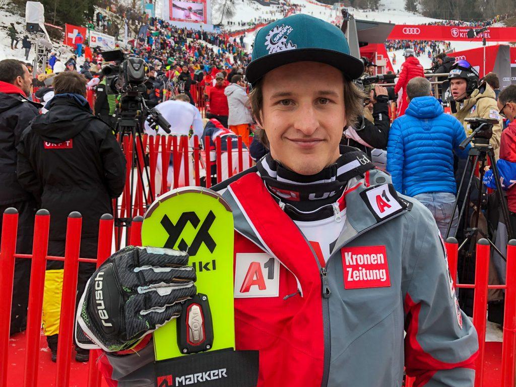 Adrian Pertl nach getaner Arbeit im Zielraum am Ganslernhang © Skiing Penguin