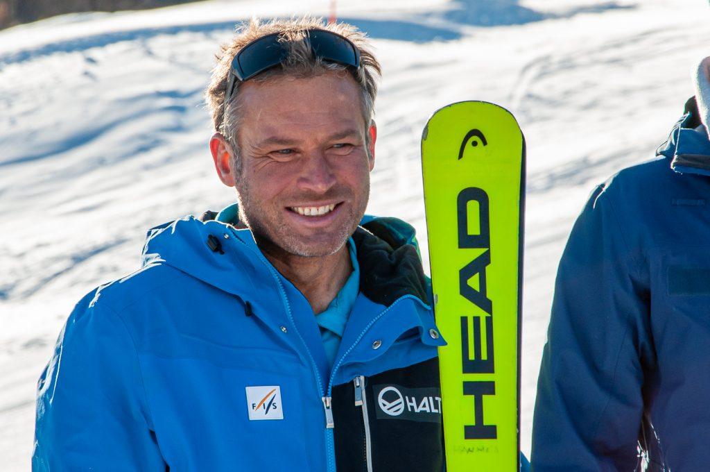 Hannes Trinkl – zufrieden nach der Schneekontrolle auf der Streif ©Skiing Penguin