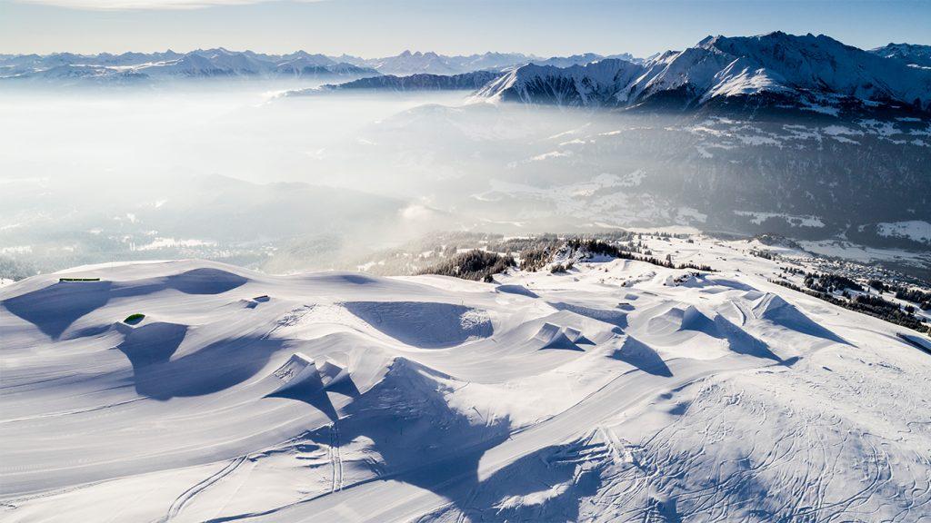 Laax im Kanton Graubünden ist ein Hotspot für für Freestyler und Snowboarder © Laax