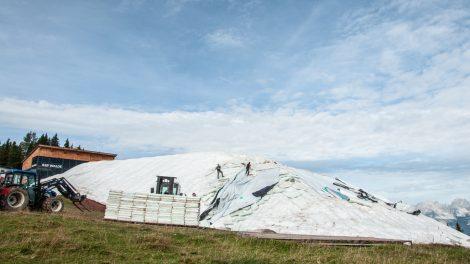 Das Schneedepot auf dem Hahnenkamm am 6. Oktober © Skiing Penguin