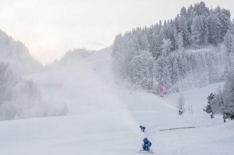 Ganz schön winterlich präsentiert sich die Streif Anfang Dezember © Skiing Penguin