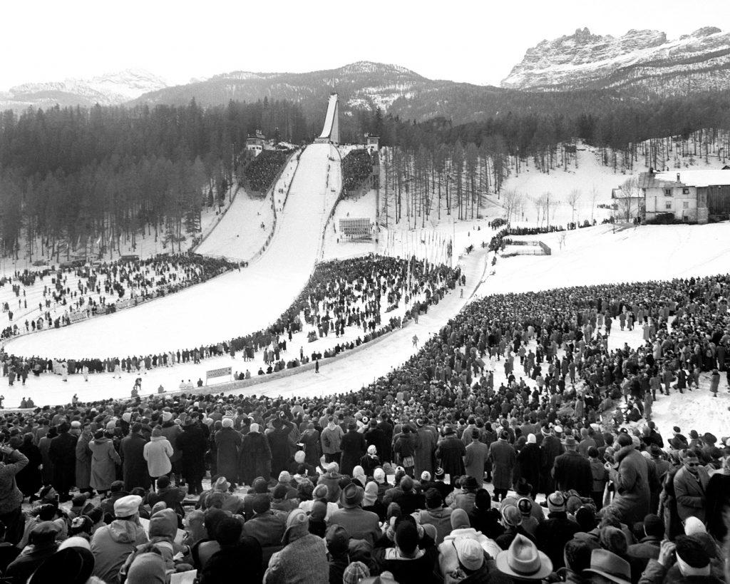 Cortinas Sprungschanze Trampolino Italia bei den Spielen 1956 © Archivio Foto Zardini