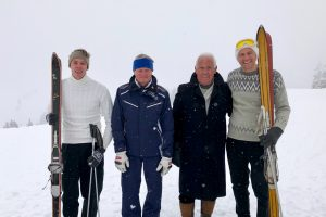 Patrick Leitner mit Opa Hias und Ernst Hinterseer mit Enkel Stefan © Skiing Penguin