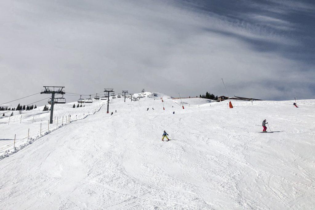 170 Skitage konnten sowohl am Pass Thurn als auch am Hahnenkamm verzeichnet werden. Das Kitzbüheler Horn wurde nach den Weihnachtsferien wieder gesperrt © Skiing Penguin