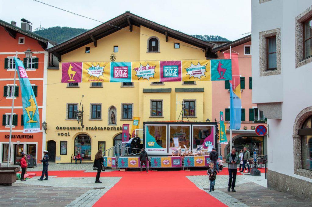 Das Pop-up-Radio sendet 48 Stunden live aus der Kitzbüheler Vorderstadt © Skiing Penguin