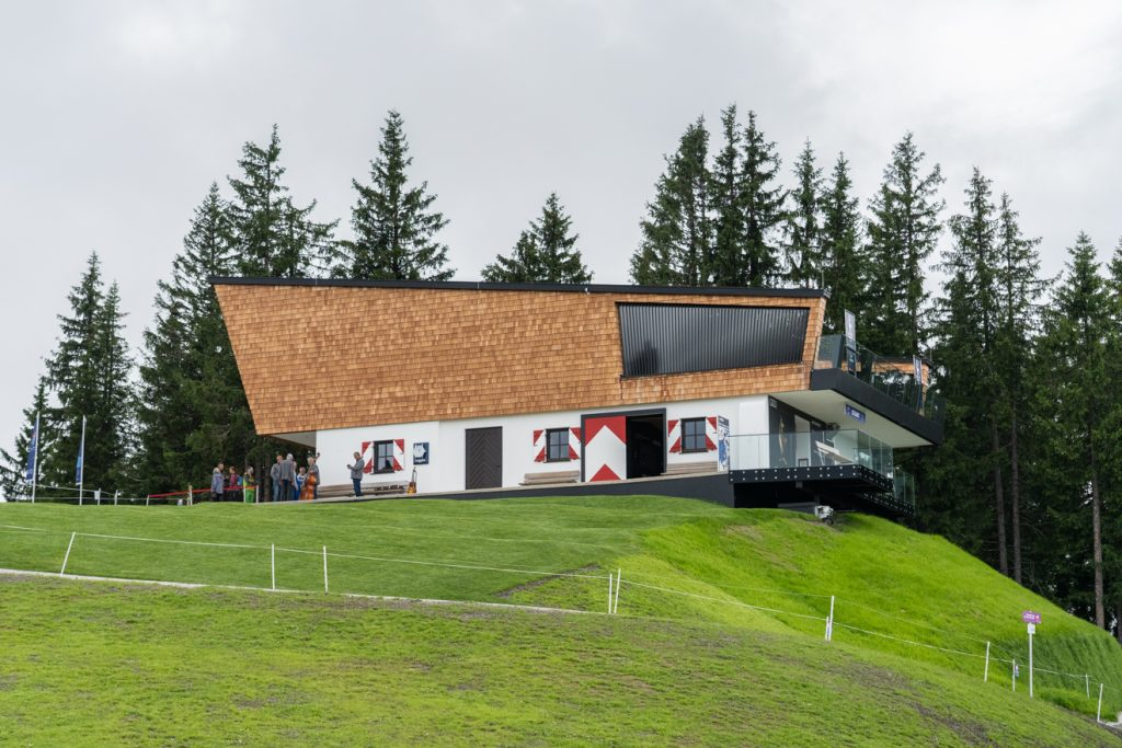 Das neue Starthaus auf 1665 Meter Seehöhe auf dem Hahnenkamm @ alpinguin