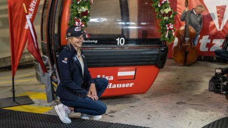 Lisa Hauser und ihre Gondel mit der Nummer 10 © alpinguin