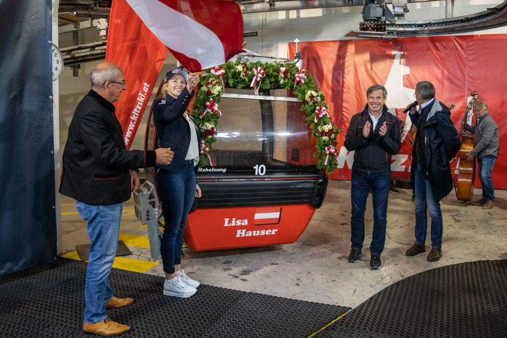 Bergbahn-Boss Anton Bodner applaudiert der Biathletin © alpinguin